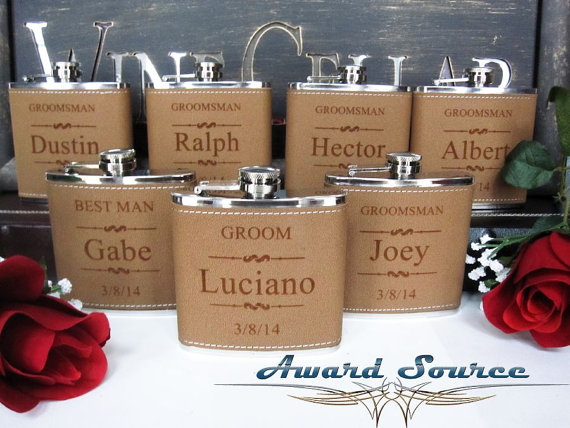 Mariage - Personalized Groomsmen Gift, 1 Leather Engraved Flask, Groomsmen Flasks