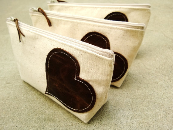 Mariage - Set of 4 Four Leather and Linen Clutches, Leather Heart Bridesmaid Clutches, Rustic Clutch Purses, Bridesmaid Gifts, Summer Wedding Clutches