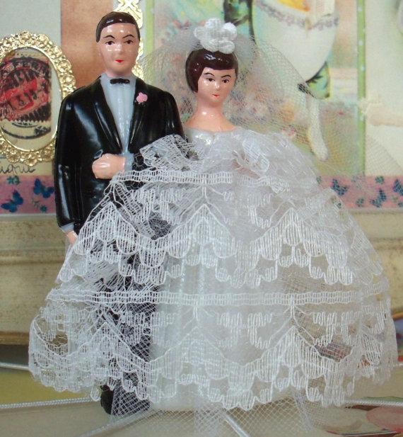 Mariage - Modern Vintage Bridal / Wedding Cake Topper / Bride and Groom / DIY / Bridal Shower Cake Decoration