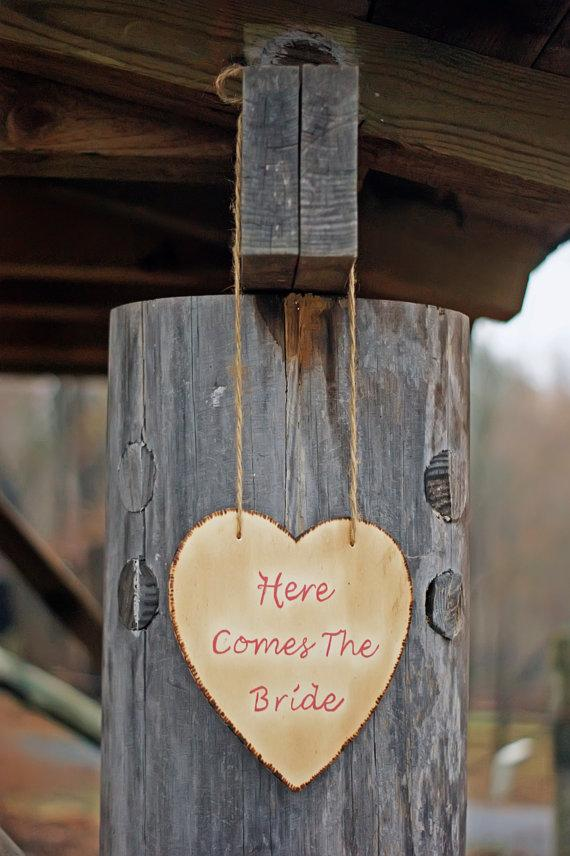 زفاف - Rustic Here Comes The Bride Sign - Ring Bearer - Painted Wood Sign - Rustic Wedding - Shabby Chic Wedding