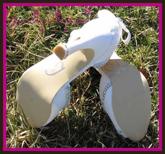 زفاف - Ivory Wedding Heels Bridal Shoes 3.5 inch Peep Toe Satin Vintage Lace Bow Rhinestone Bling Custom Pumps I DO Design your colors Bride Gift