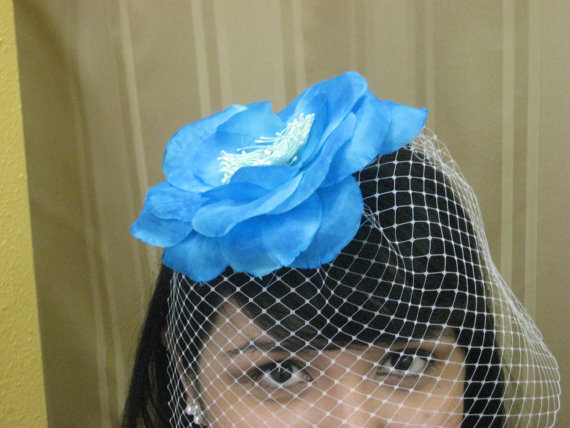 Mariage - Something Blue Veil Birdcage with big blue flower.