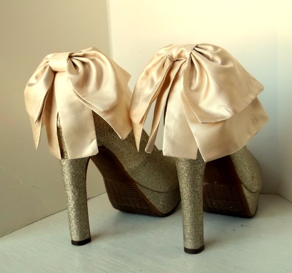 Свадьба - Wedding Oversized Satin Bow Shoe Clips - set of 2 - Bridal Shoe Clips, Wedding shoe clips large double bows, white or ivory