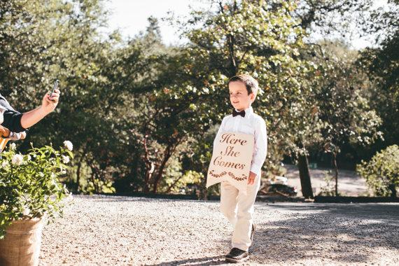 Mariage - Reversible Ring Bearer Sign Here She Comes The New Mr and Mrs