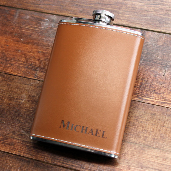 Свадьба - Genuine Brown Leather 8 oz Hip Flask - Personalized in Bottom Right Corner Groomsmen Gift, Birthday, Father's Day, 21st, Gifts for Men, Guy