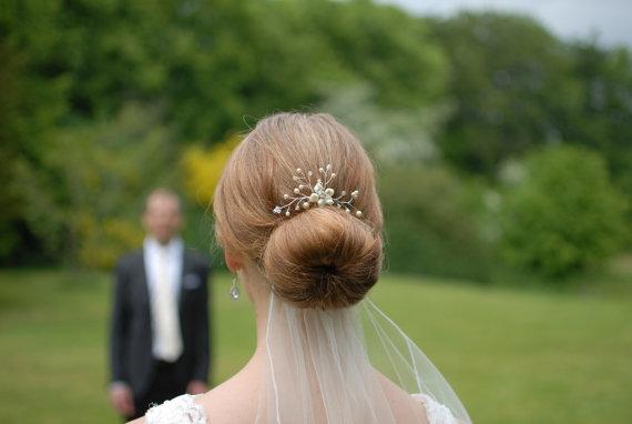 Свадьба - Pearl Rhinestone Floral Vine Bridal Hair Pin - Ivory Cream White Swarovski Pearls Wedding Hair Pieces Accessories Bride Bridesmaid Gold
