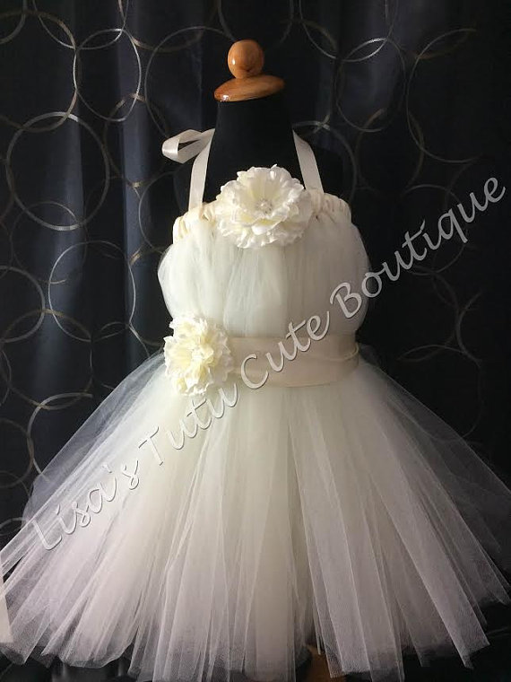Mariage - Ivory flower girl dress with flower accent. Baptism dress. Party dress.