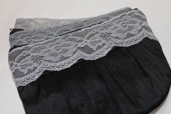 Свадьба - Wedding / Bridal / Bridesmaid Clutch - Black Clutch with hidden Wristlet - Perfect Bridesmaid Gift (available in all colours)
