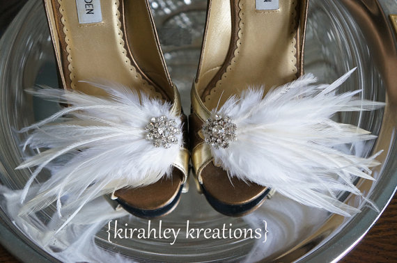 Mariage - PETITE MARY LOU Vintage in Creamy Ivory and White Wedding Bridal Feather Shoe Clips - Or Choose Any Color for the Bridesmaids, Bridal Party
