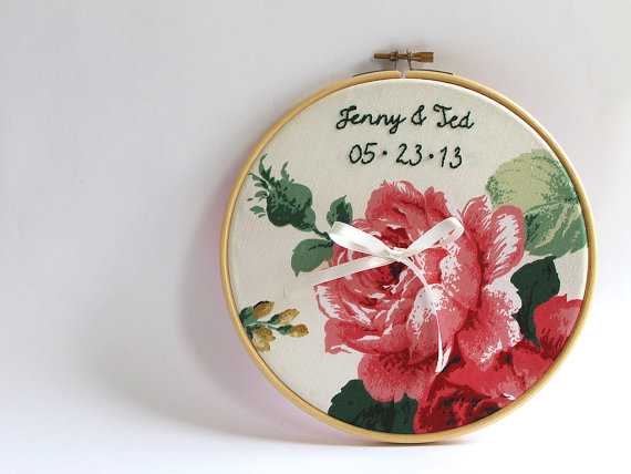 Hochzeit - Personalized Embroidery Hoop Ring Bearer Pillow, Roses Wedding Embroidery Hoop Art, Anniversary Gift, Romantic Garden Wedding Decoration