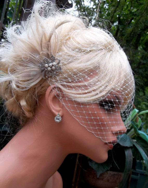 Hochzeit - Wedding Hair Clip, Bridal Fascinator,French Net Bridal Veil,Vintage Style Brooch, Feather Fascinator, Ivory Wedding Fascinator, Bridal Veil