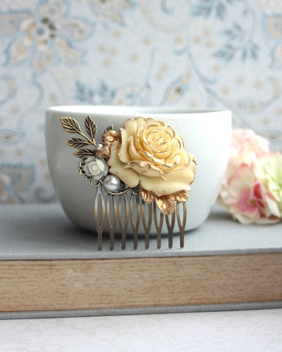 Mariage - Wedding Hair Accessory. Bridal Comb. Shabby Antiqued Ivory Gold Rose Hair Comb. Cream Rose Gold, Leaf, Pearl Hair Comb. Bridesmaid Gift