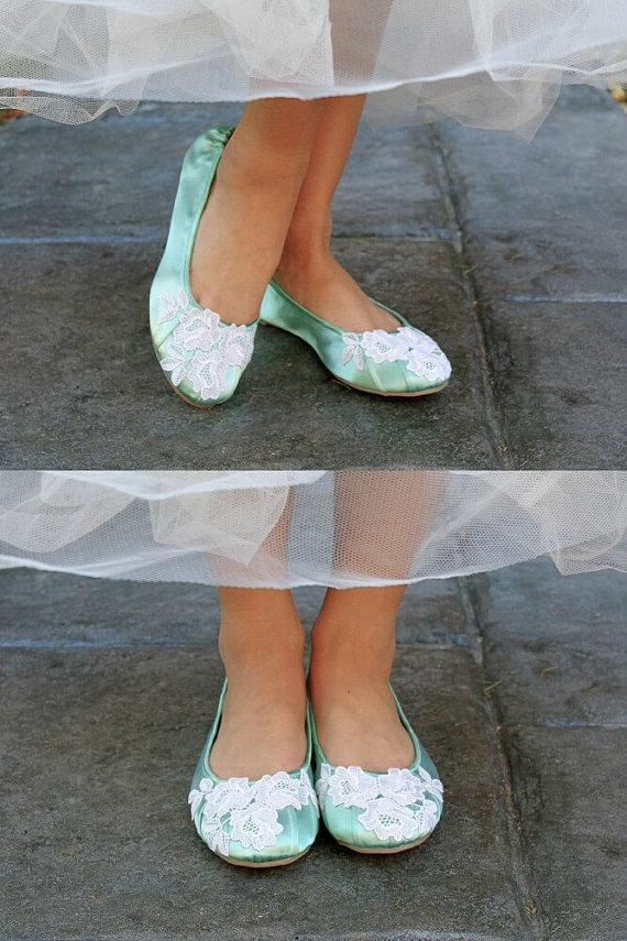 Mariage - Wedding ballet flats low heel bridal shoes embellished with floral ivory Venice lace