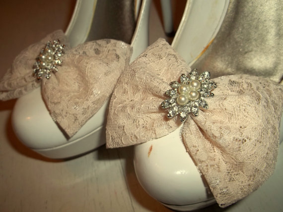 Свадьба - Wedding Bridal Lace Shoe Clips, - Shoe Clips, Wedding, Pageant, Prom, Bridal,Wedding Accessories, Womens