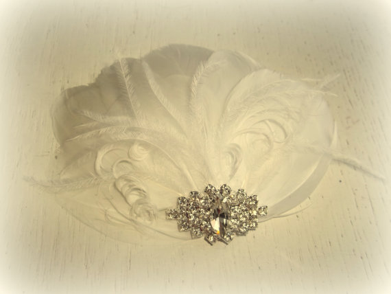 Свадьба - Wedding Bridal Fascinator, Feather Hair Clip, Hair Accessory, White, Ivory, Off White, Champagne or Black NEW