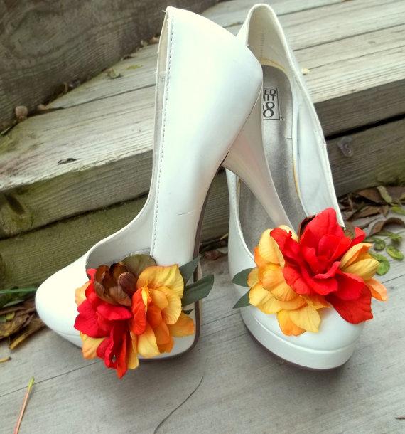 Свадьба - Fall Shoe Clips - Yellow Brown Tan Burnt Orange Autum Wedding, Fall, flower shoe clips, wedding shoe clips