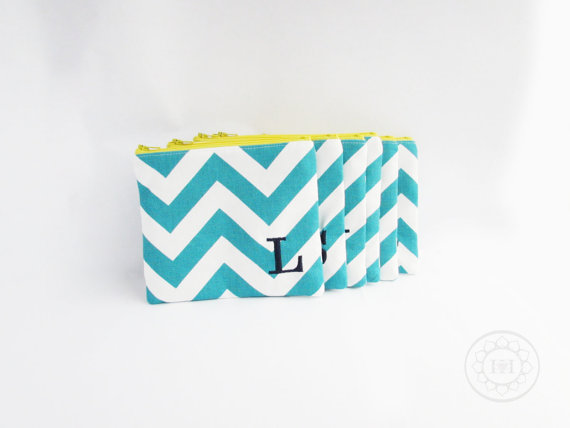 Mariage - Set of 5 - Embroidered Makeup bag - Personalized Chevron Pouch - Bridesmaid clutches - Small - Bridesmaid gifts - Wedding favors