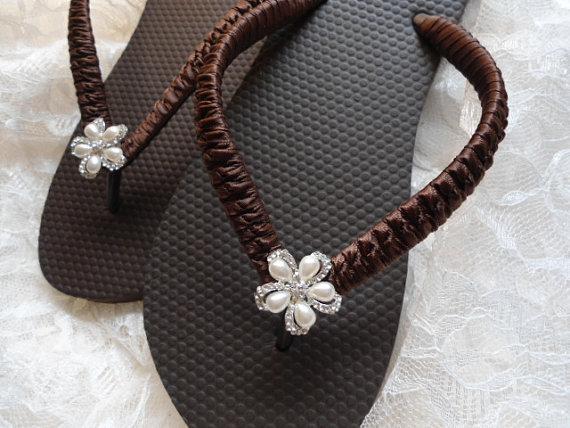 Hochzeit - Bridal flip flops Beach Wedding Flip Flops, Brown Bridal Flip Flop, bridal shoes, destination wedding, dancing shoes, wedding sandals