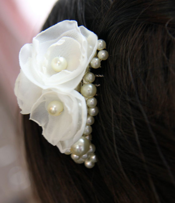 Свадьба - Pearl and Flowers Bridal Hair Comb, Pearls, Oganza Petite Flowers in white or ivory Bridal Hair Accessory, Veil Comb