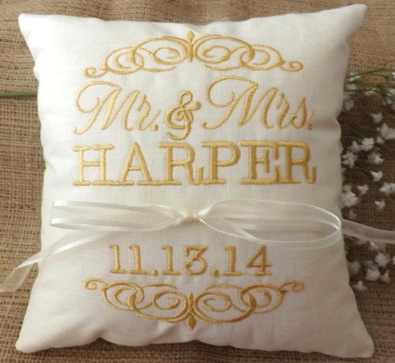 Mariage - Ring Bearer Pillow, Mr & Mrs. Ring Pillow, wedding pillow, embroidery, monogram, custom. personalized, ring bearer pillows