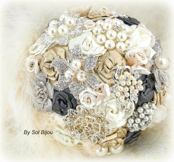 Свадьба - Brooch Bouquet Bridal Bouquet Vintage Style in Champagne, Ivory, Cream and Pewter Dark Grey with Feathers