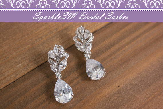 Свадьба - Swarovski Earring, Bridal Earring, Wedding Chandelier Earring, Vintage Style Earrings, Rhinestone Earrings, Bridal Jewelry, SparkleSM, Avery