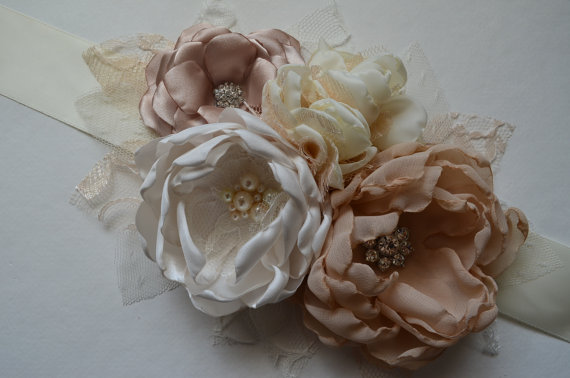 Свадьба - Vintage Style Flower Sash - Ivory, Champange, Cream, and Nude - Maternity Sash, Fabric Flower Sash, Bridal Sash, Wedding Sash, Bridesmaids