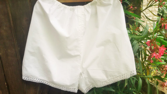 Свадьба - Antique French Lady Slouchy Bloomer 1900's White Slouchy Shorts Handmade Cotton Lace Trimmed Panties XL  French Lingerie