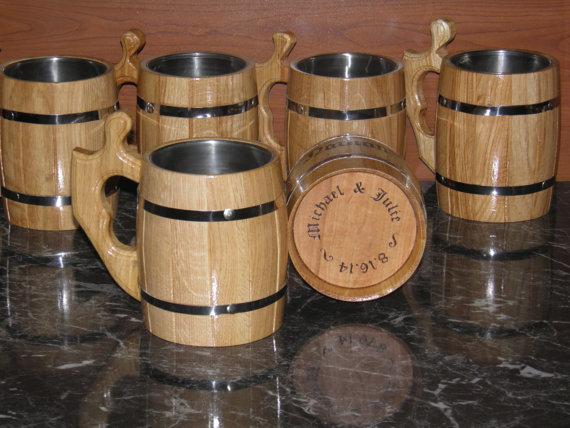 Hochzeit - 8 Personalized Wooden Beer mug , 0,8 l (27oz) , natural wood, stainless steel inside,groomsmen gift