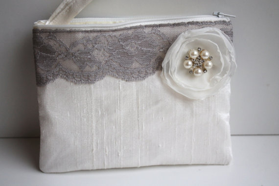 Hochzeit - Wedding / Bridal / Bridesmaid Clutch - Ivory Clutch with hidden Wristlet - Perfect Bridesmaid Gift (available in all colours)