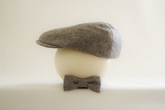 Свадьба - Gray linen flat cap and bow tie set, spring photo prop for baby boy, gray wedding ring bearer hat - made to order