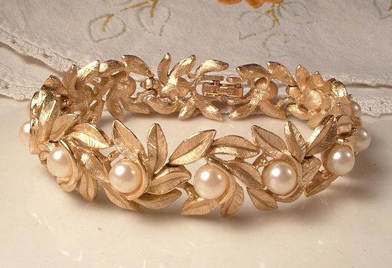 Hochzeit - Vintage Ivory Pearl Brushed Gold Leaf Link Bracelet, Designer Signed Leaves Bridal Jewelry, Rustic Chic Woodland Wedding Country Garden