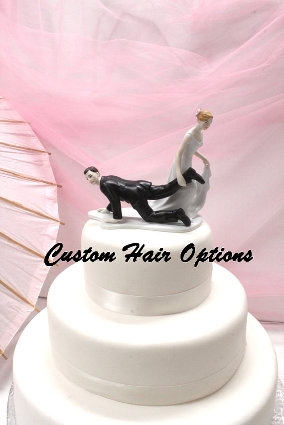 "زفاف - Personalized Wedding Cake Topper - Funny Cake Topper - Escaping Groom - Bride With The ""Upper Hand"" - Weddings - Cake Topper - Funny"