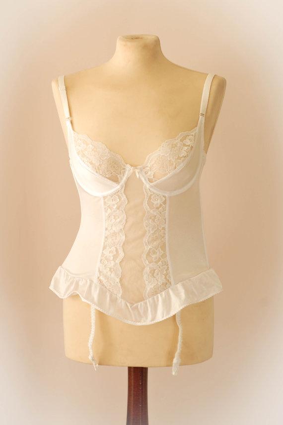 زفاف - Vintage White Lace Frilly Suspender Corset. U.K 32/34 B Cup.