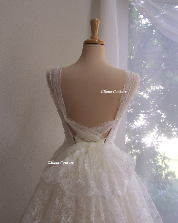 Mariage - Iris - Retro Style Bridal Gown. Ivory Lace Tea Length Wedding Dress. Vintage Look.