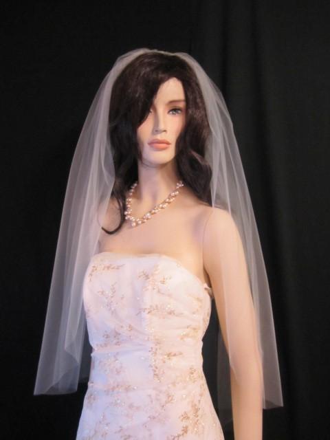 Hochzeit - Single tier fingertip length wedding veil, bridal veil, 40 inches long - white, diamond white, or ivory