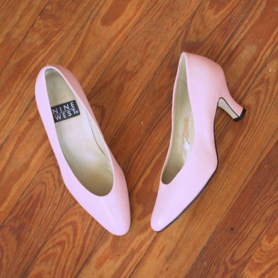 Свадьба - 1980s PINK LEATHER Heels....size 5 womens....shoes. pumps. pink heels. cinderella. princess. wedding. party heels. mod. retro. nine west