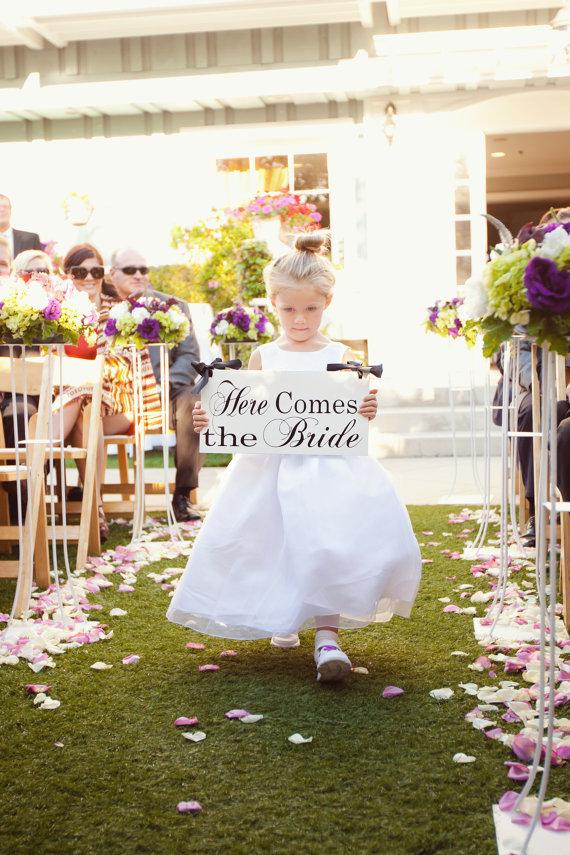 Mariage - Here Comes the Bride Sign and/or And they lived Happily ever after. Featured in You and Your Wedding 8 X 16 in.  Ring Bearer, Flower Girl.