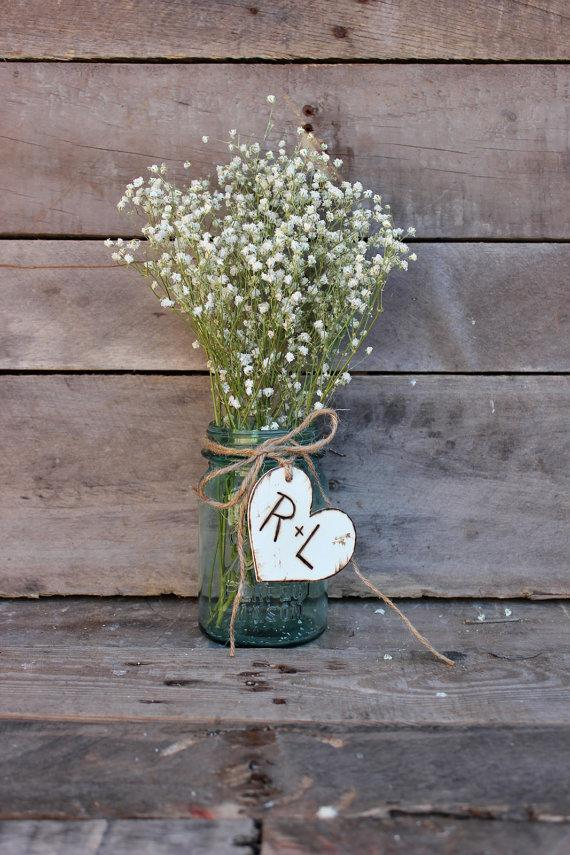 Mariage - rustic engraved charm for bouquet . wedding favors  . personalinze heart wedding table decor . mason jar centerpieces