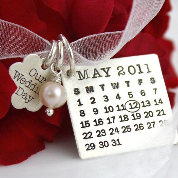 Mariage - Mark Your Calendar Bouquet Charm with Our Wedding Day Flower Charm and crystal or pearl - personalized sterling silver necklace with pearl