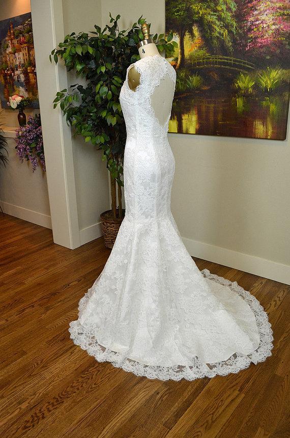 Ivory alencon lace wedding dress with keyhole back in for Mermaid shape wedding dress