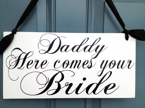 Mariage - Weddings signs, DADDY HERE comes your BRIDE, flower girl, ring bearer, photo props, 8x16