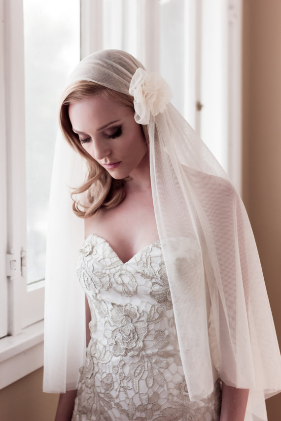 Mariage - English Net w/ Flower Pouf Accent Soft Drape Juliet Bridal Cap Wedding Veil, Chapel, Cathedral, Style: EN Bridal Cap & Flower #1436