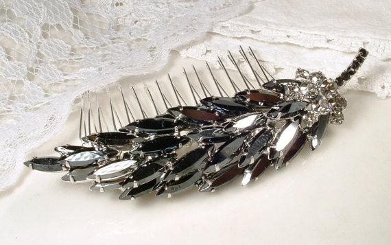 زفاف - Vintage Black Rhinestone Bridal Hair Comb, Large Long Charcoal Gray Leaf Feather Silver Sash Brooch OOAK Wedding Accessory Head Piece Gothic