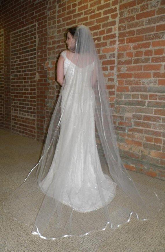 Mariage - Wedding veil - 90 inch Chapel Length veil with satin ribbon edge