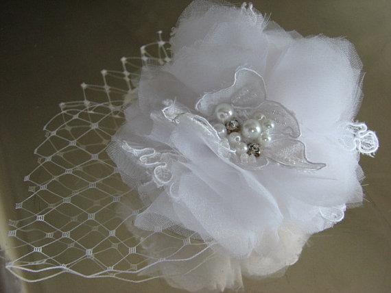 Свадьба - White hair flower White hair clip White veil  White hair lace White wedding flower 3 inch white flower White bridal flower White headpiece