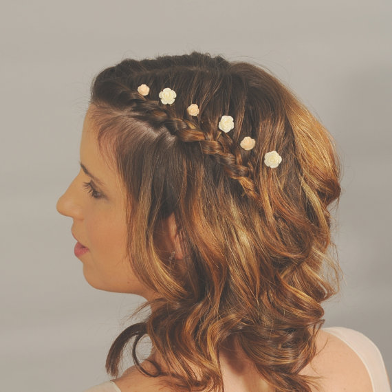 Hochzeit - Ivory flower hairpins. Small wedding hair flowers. Bridal hair accessories. Hair flower pins. Pretty. Dainty.