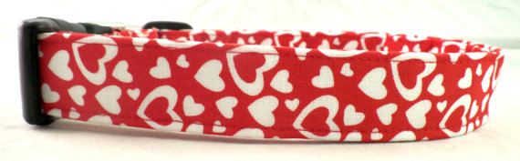 زفاف - FLASH SALE Falling In Love White Valentines Day Hearts on Red Dog Collar