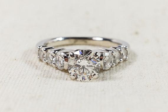 Mariage - Stunning 14K White Gold Graduated Round 2.00ctw Diamonds Ladies Engagement Ring Size 6.25 - 4.4 grams FREE SHIPPING