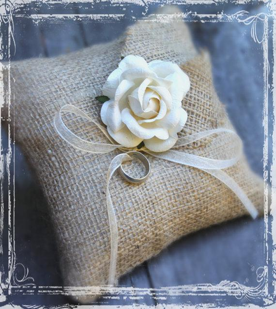 Свадьба - Burlap Ring Bearer Pillow - Rustic Weddings - Spring Summer Fall Winter Wedding - Country Charm -  Natural - Simply Elegant - Beige Cream